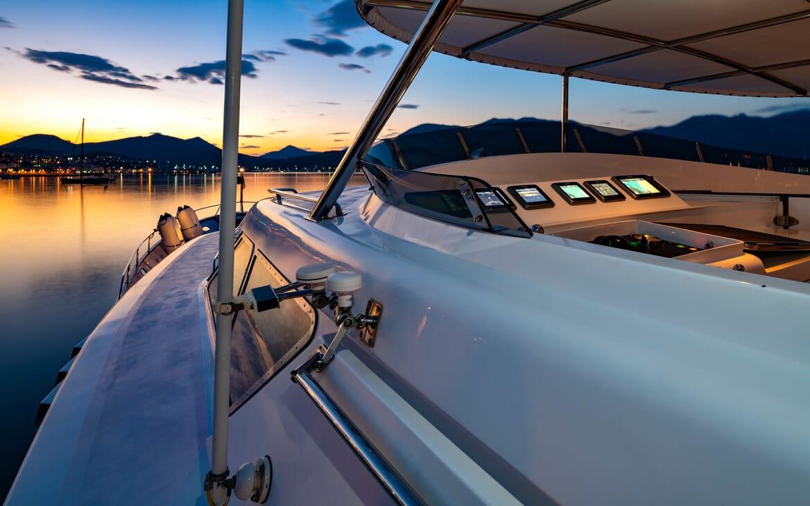 Motor Yacht Nightflower flydeck