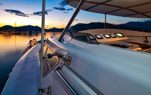 Motor Yacht Nightflower flydeck