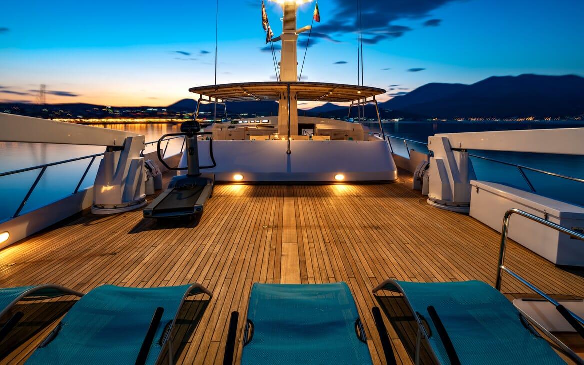 Motor Yacht Nightflower sundeck