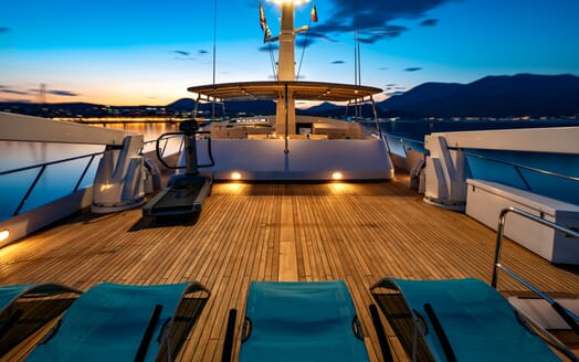 Motor Yacht Nightflower sundeck