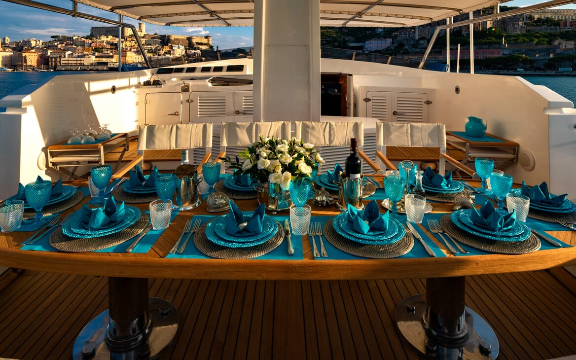 Motor Yacht Nightflower outside dining