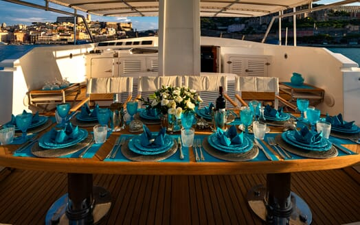Motor Yacht Nightflower outside dining
