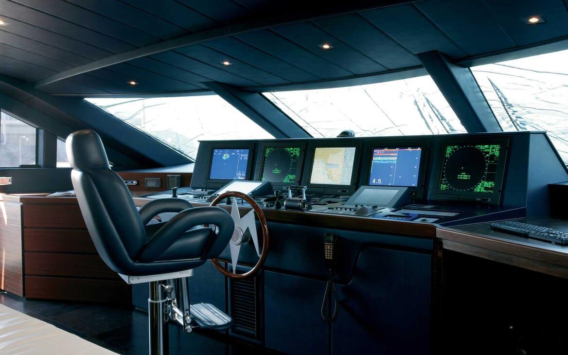 Motor Yacht Annamia bridge