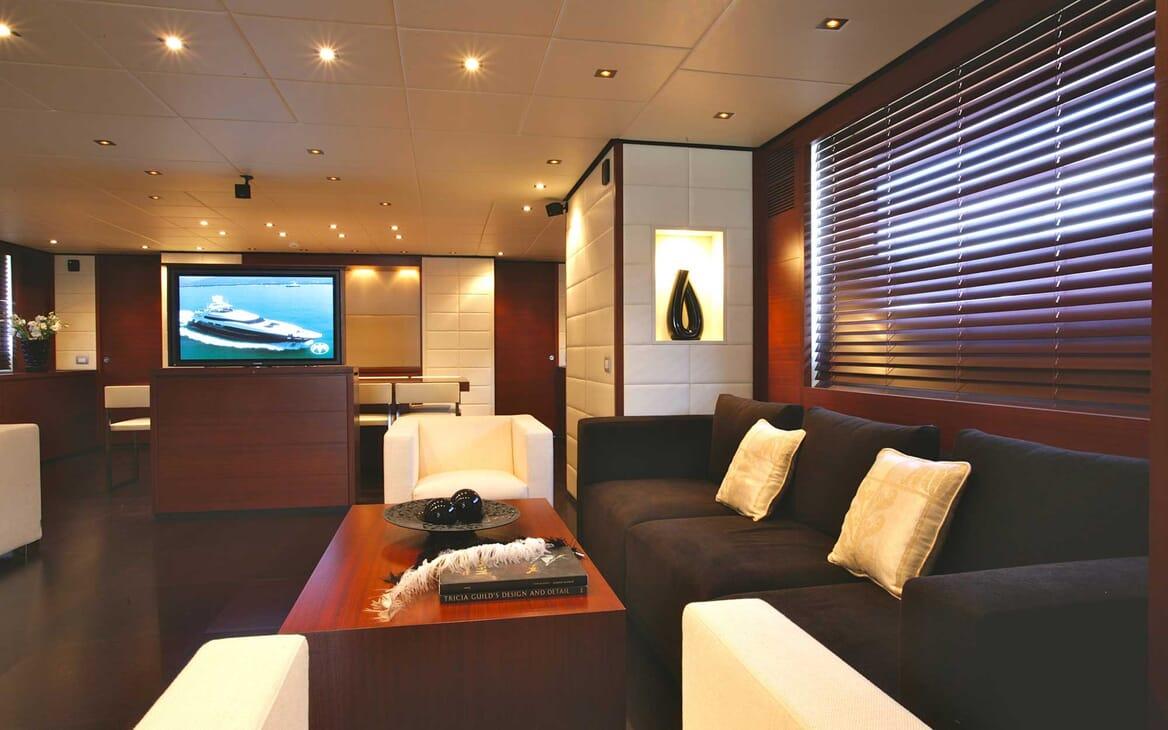 Motor Yacht Annamia salon