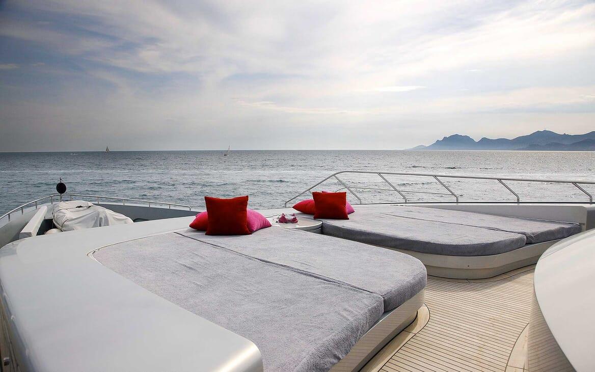 Motor Yacht Annamia sun loungers
