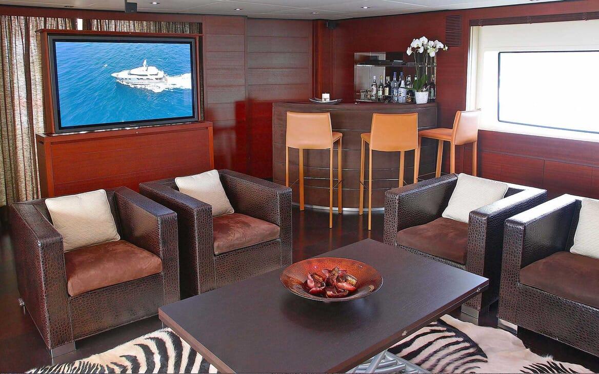 Motor Yacht Annamia bar