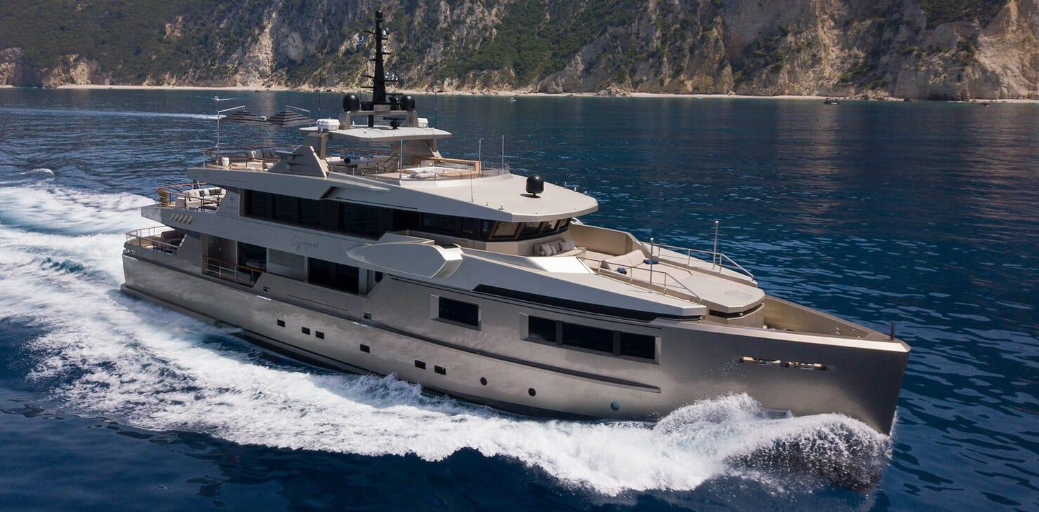 Motor Yacht Giraud Underway
