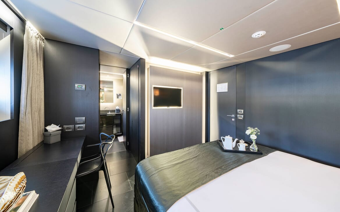 Motor Yacht Giraud Guest Double Stateroom