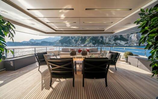 Motor Yacht Giraud Aft Seating