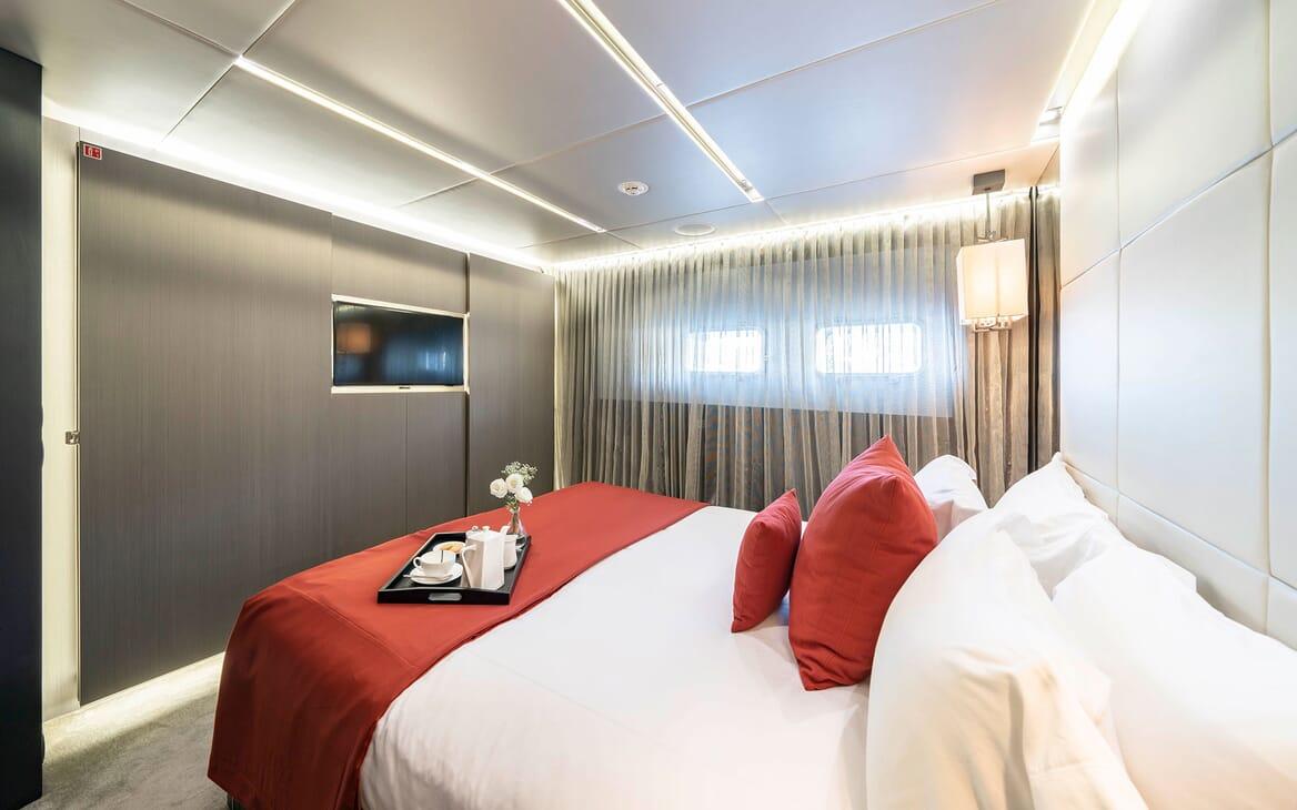 Motor Yacht Giraud Guest Stateroom