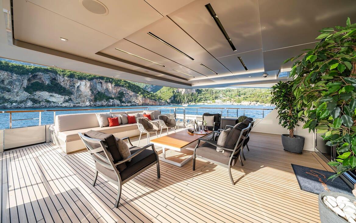 Motor Yacht Giraud Aft Seating 2