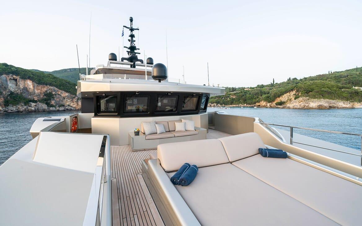 Motor Yacht Giraud Bow Loungers