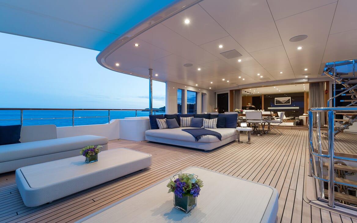 Motor Yacht Go main deck