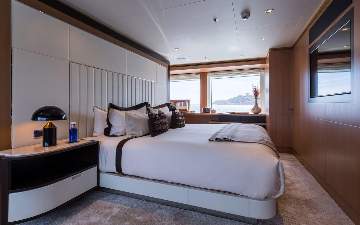 Motor Yacht Go master cabin