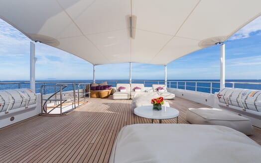 Motor Yacht Go sundeck