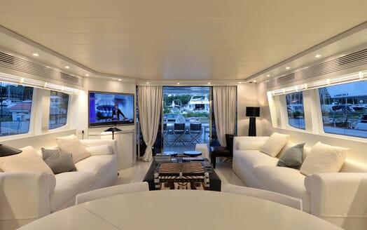 Motor Yacht Nikca guest cabin