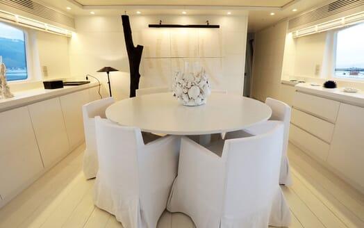 Motor Yacht Nikca outdoor dining area