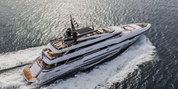 Motor Yacht Polaris underway