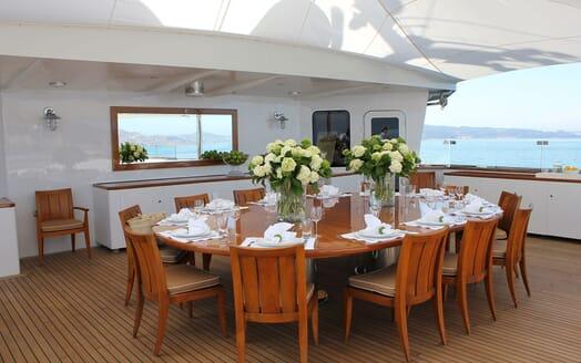 Motor Yacht SURI Al Fresco Dining Table