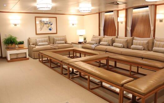 Motor Yacht SURI Saloon