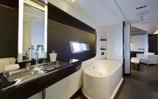Sailing Yacht VERTIGO Bathroom
