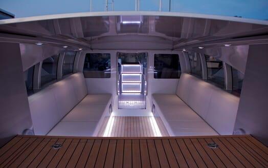 Sailing Yacht VERTIGO Seating 2