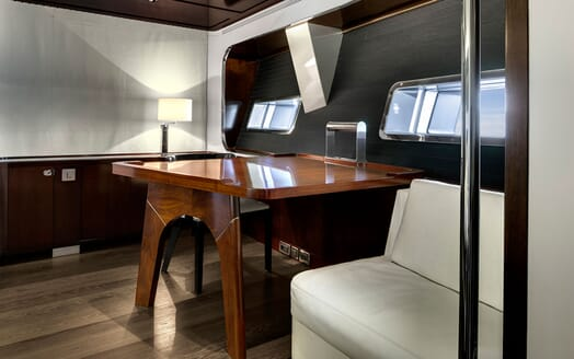 Sailing Yacht VERTIGO Desk
