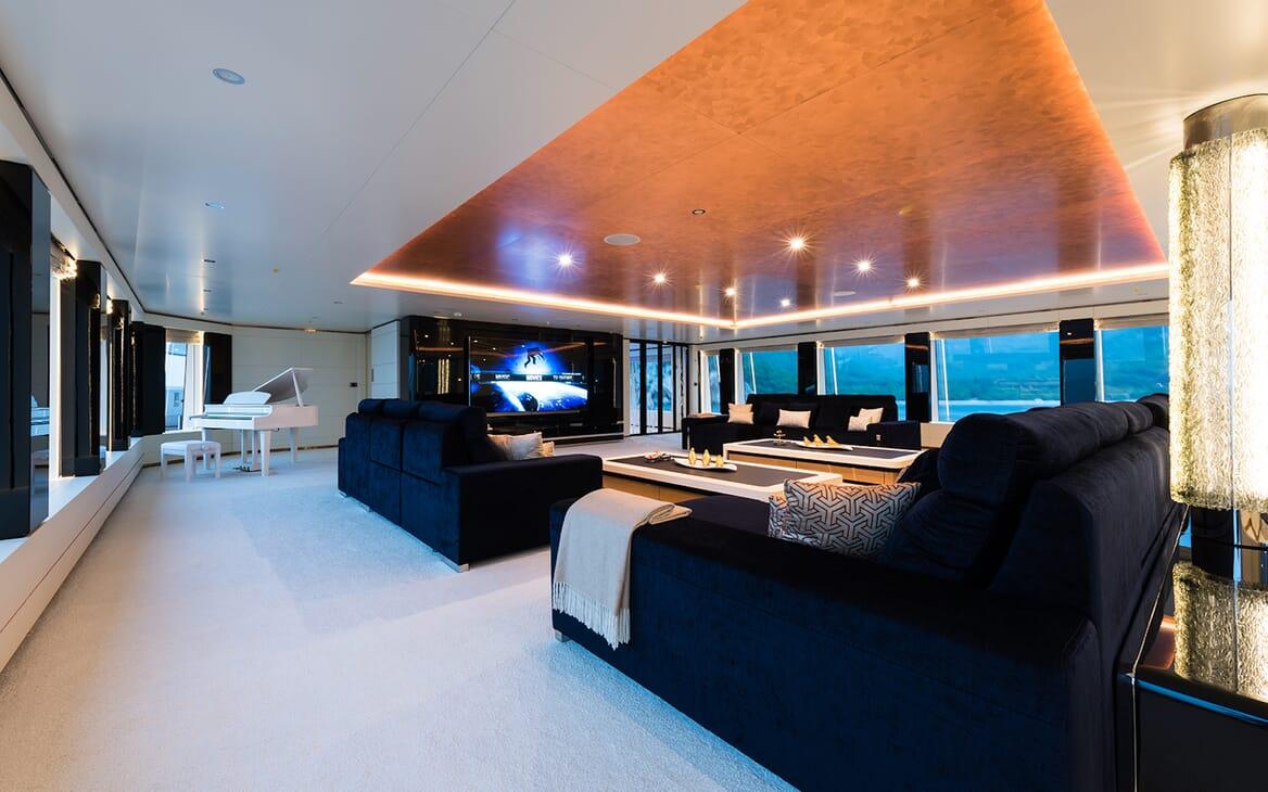 Motor Yacht Quaranta saloon