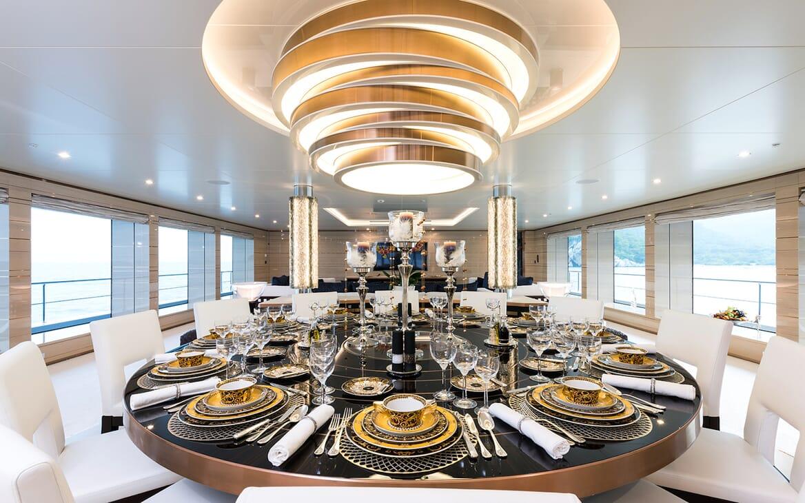 Motor Yacht Quaranta dining area