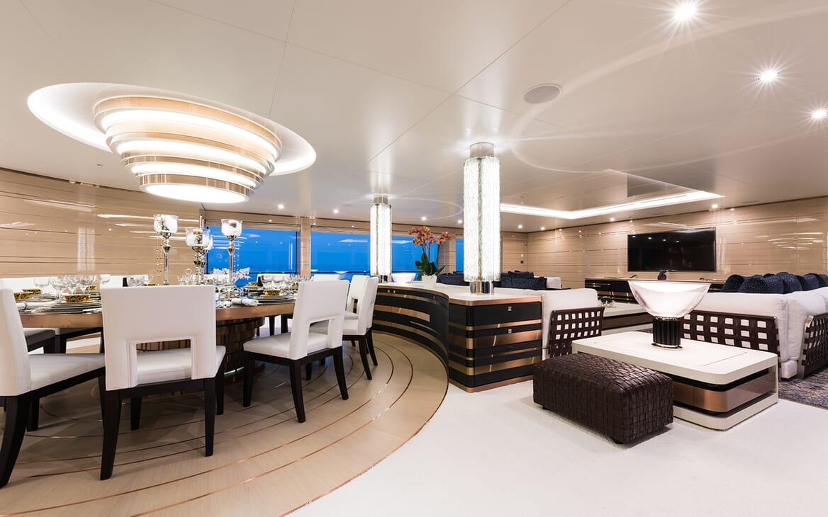 Motor Yacht Quaranta living area