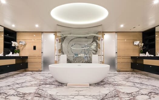 Motor Yacht Quaranta master bathroom