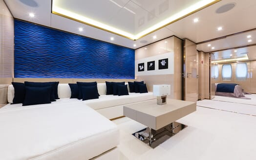 Motor Yacht Quaranta seating area