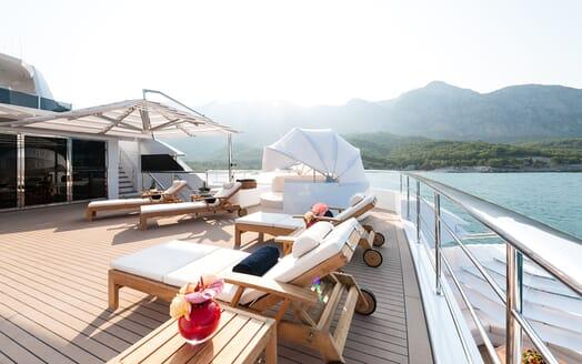 Motor Yacht Quaranta aft deck