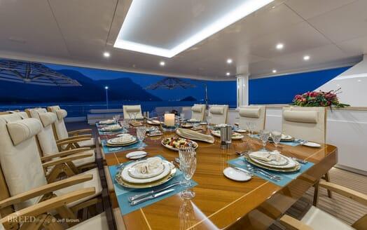 Motor Yacht Quaranta al fresco dining