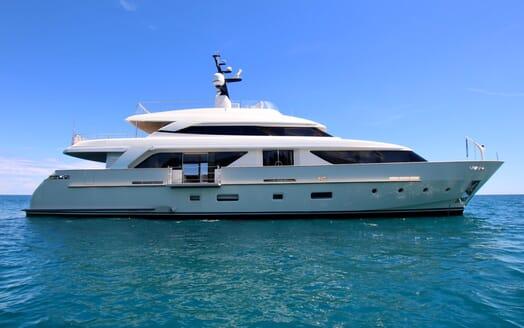 Motor Yacht Aventus Side on