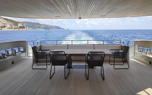 Motor Yacht Aventus Aft deck seating
