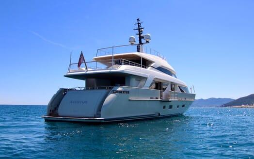 Motor Yacht Aventus Rear Quarter