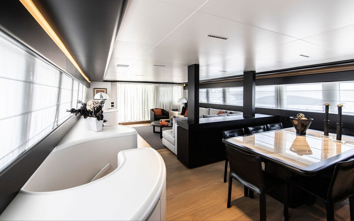 Motor Yacht PROJECT STEEL Dining Tabel