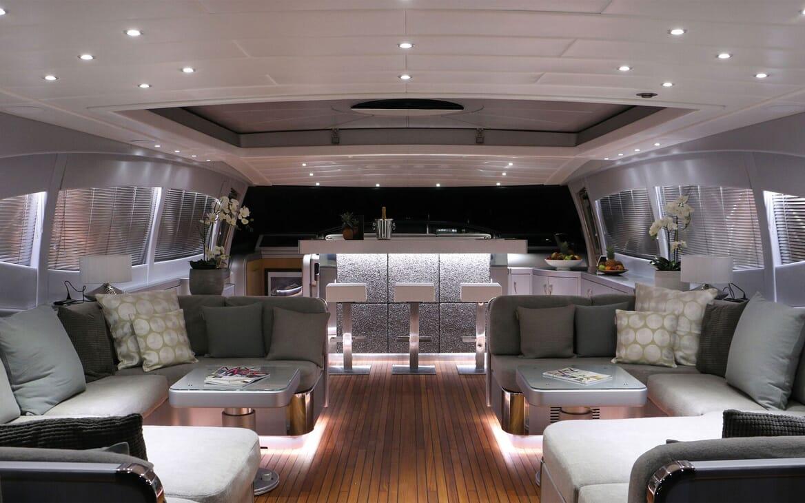 Motor Yacht JFF Seating & Bar