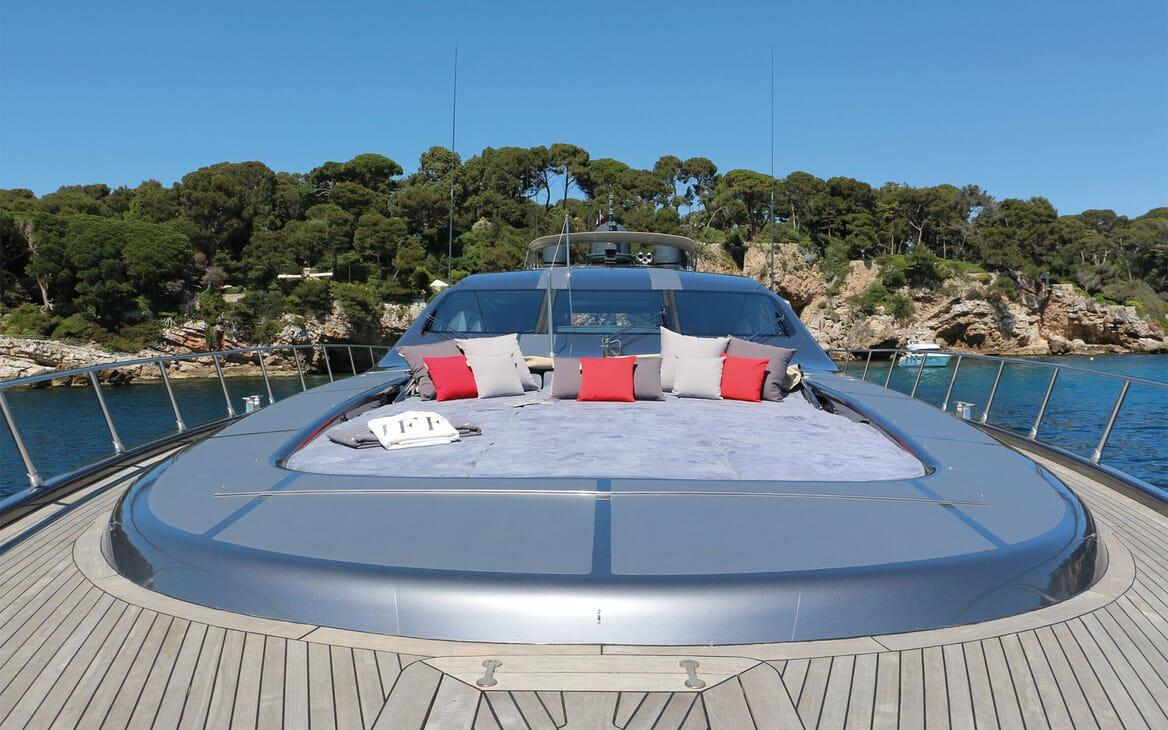 Motor Yacht JFF Bow Sun Pads
