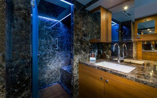 Motor Yacht Mykonos bathroom