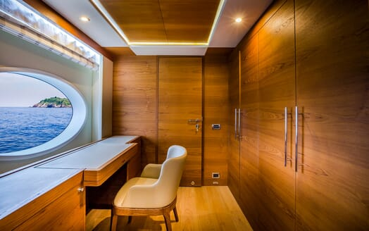 Motor Yacht Mykonos office