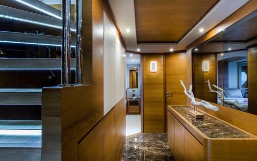 Motor Yacht Mykonos guest bathroom