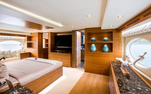 Motor Yacht Mykonos master cabin