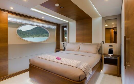 Motor Yacht Mykonos VIP cabin