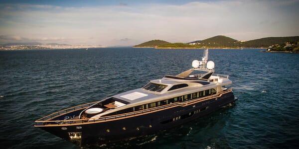 Motor Yacht Harun cruising