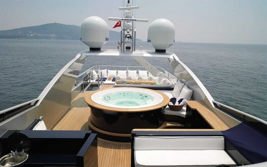 Motor Yacht Harun hot tub