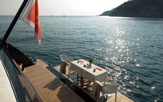 Motor Yacht Harun  al fresco dining
