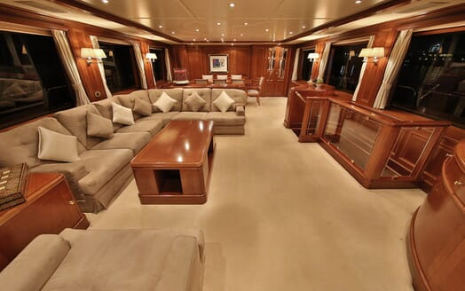 Motor Yacht Nema saloon