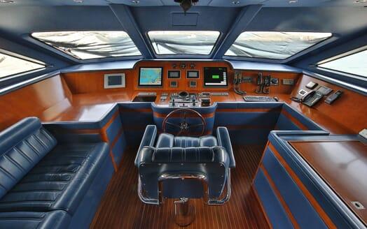 Motor Yacht Nema bridge